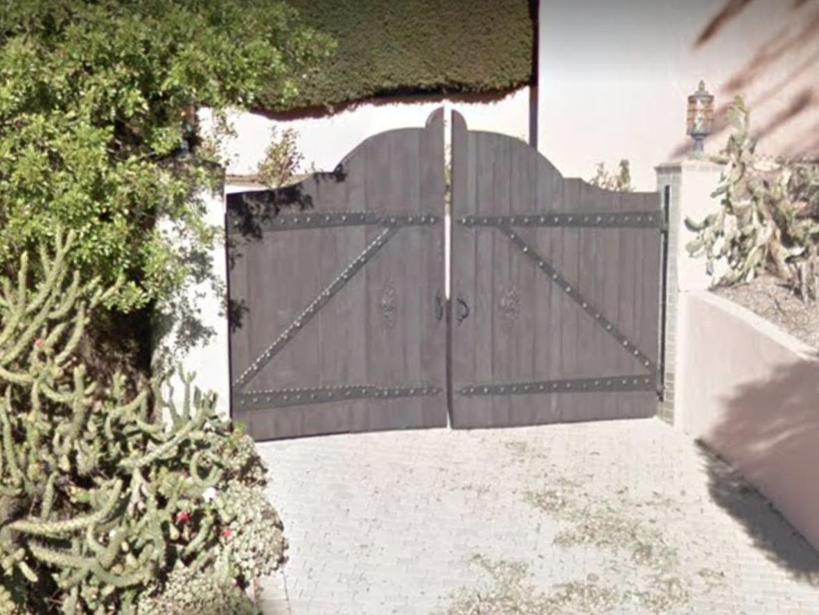 03-carolla-gate.png